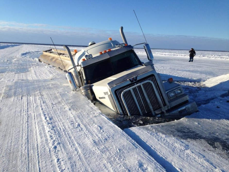 Ice-Road-Tanker-Crash-889x667