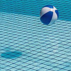 Une piscine chimique transformée en piscine naturelle par un filtre innovant